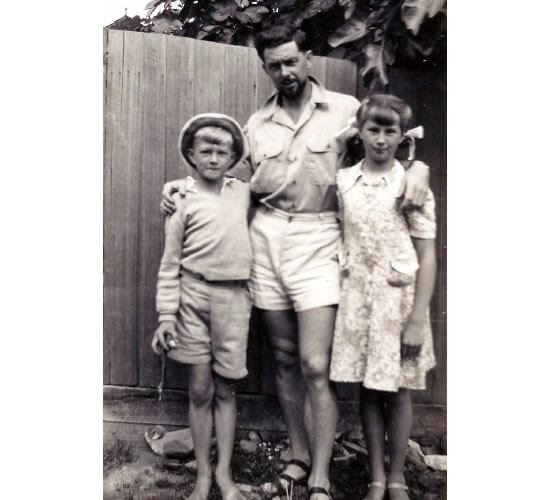 Ray with his children John and Jill in Ivanhoe, circa 1946.